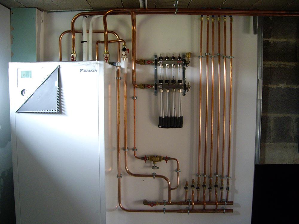 installation pompe chaleur sanitaires. Black Bedroom Furniture Sets. Home Design Ideas
